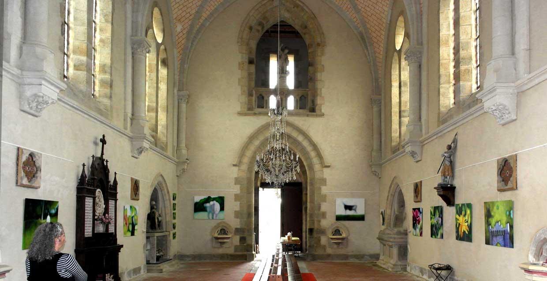 vue d'ensemble de l'exposition dans l'église de Saint-Jean-Kerdaniel