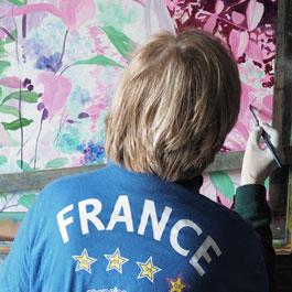 """Françoise, une stagiaire portant le maillot """"France""""."""